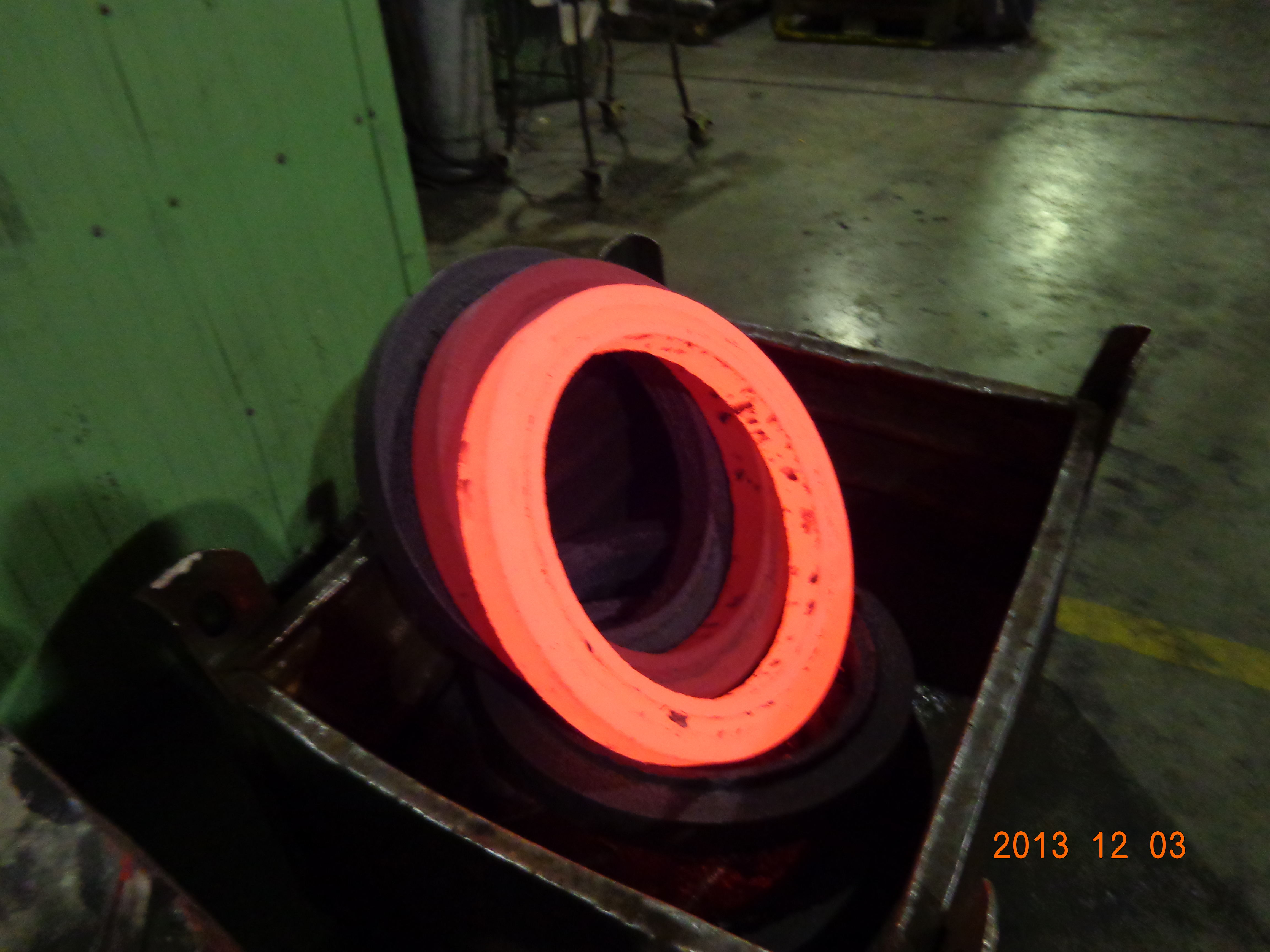 How to make flange use ring rolling forging or forging hammer machine