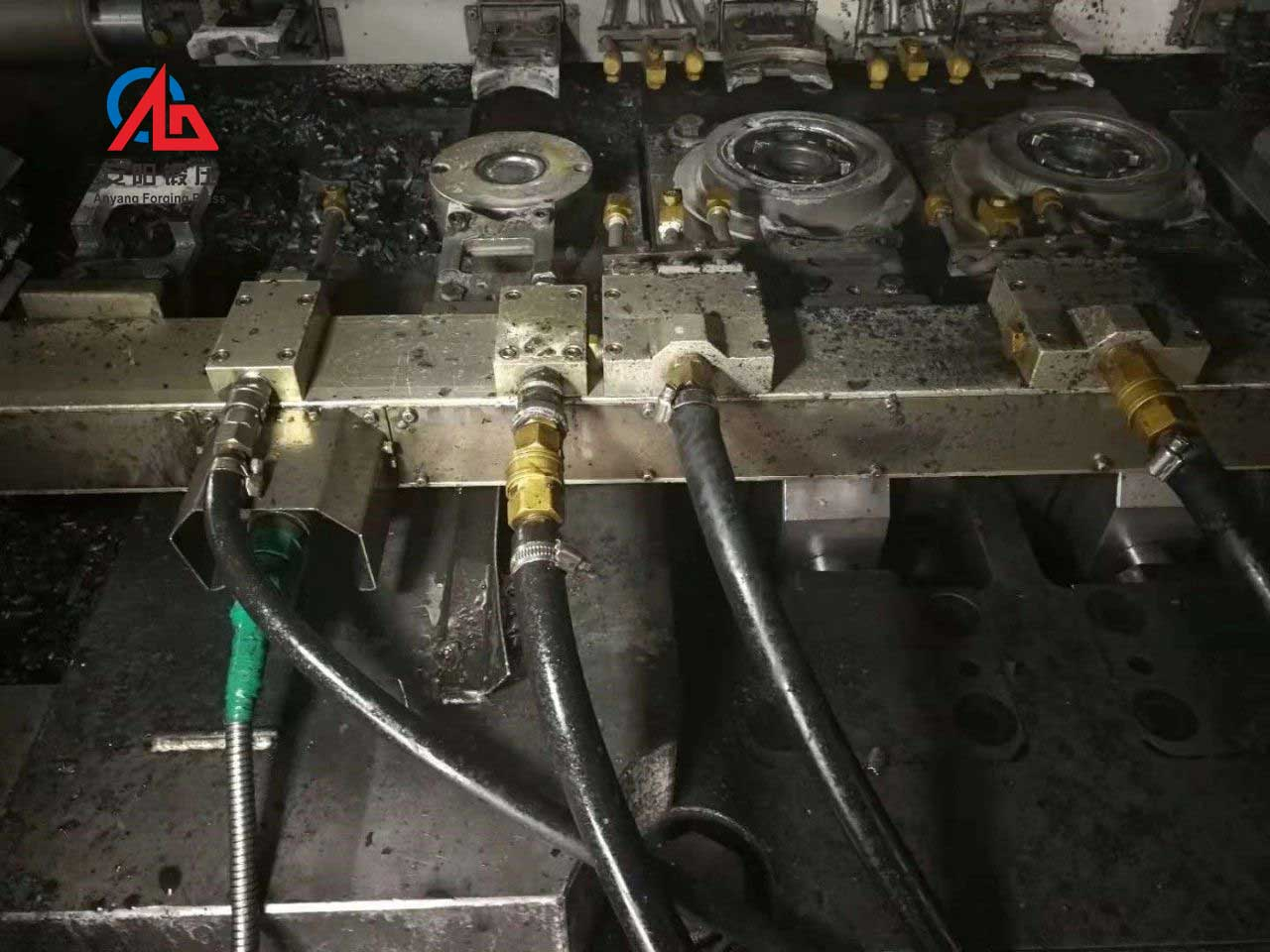 automatic claw pole forging waiking beam machine